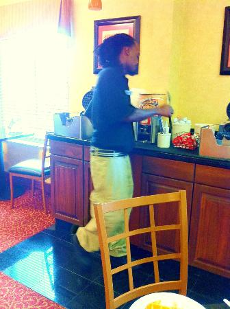 Sleep Inn & Suites University/Shands: Very Accomodating: Employee Helped With Using The Waffle Iron.