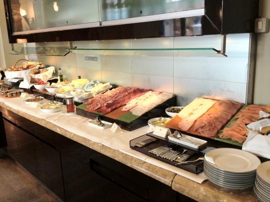 Hotel Savoy: bufet del desayuno