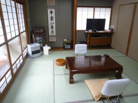Jinnai Ryokan: 10畳和室