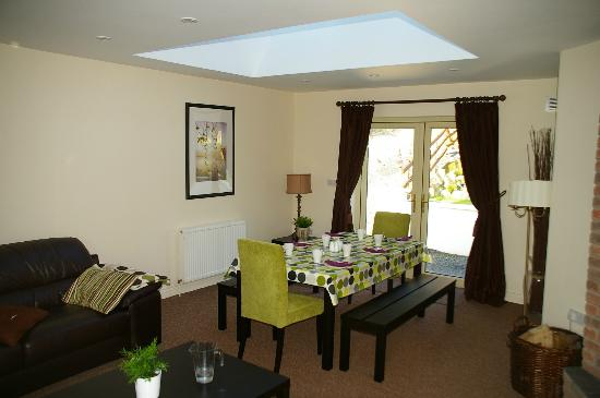 Darley Cottage: Dining area