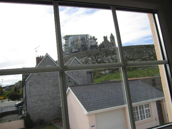 Joy's Rockside House B&B: Rock scaffolding view