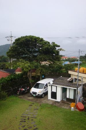 Doona Guesthouse : from the rooftop (one bathroom and toilet outside)