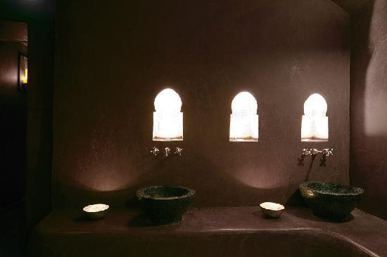 Salle d eau tiede tadelakt mauve - Copyrights Le bain d\'epices ...