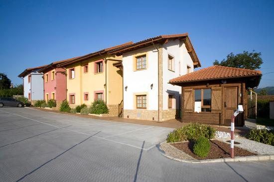 Apartamentos Rurales Antojanes: Zona de aparcamiento
