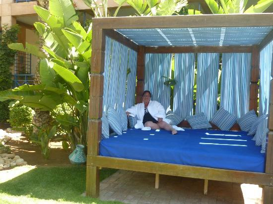 Le Medina Essaouira Hotel Thalassa Sea & Spa - MGallery by Sofitel-: Nice furniture around the pool