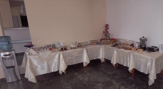 Karanasos: Breakfast Buffet
