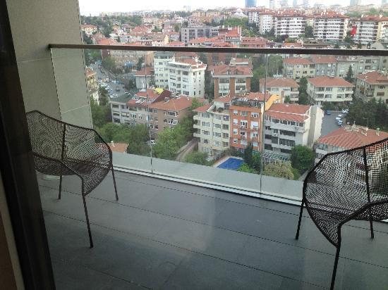 Le Méridien Istanbul Etiler: Sicht auf den Balkon
