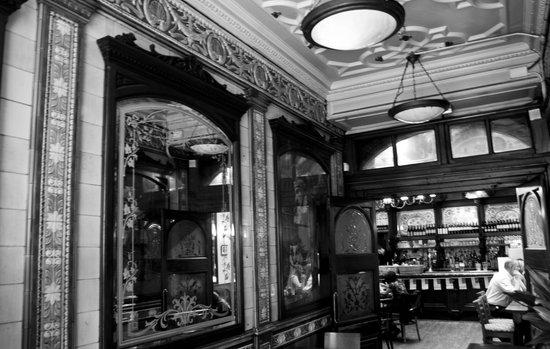 Punch Tavern : Entrance & Bar