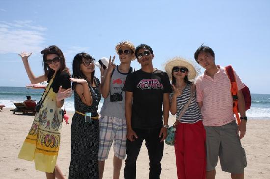 Bali Tour Driver Kuta Beach With Thailand Friends