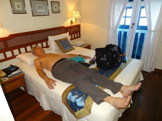 Perak Hotel: bed too short for 6 ft 2 in