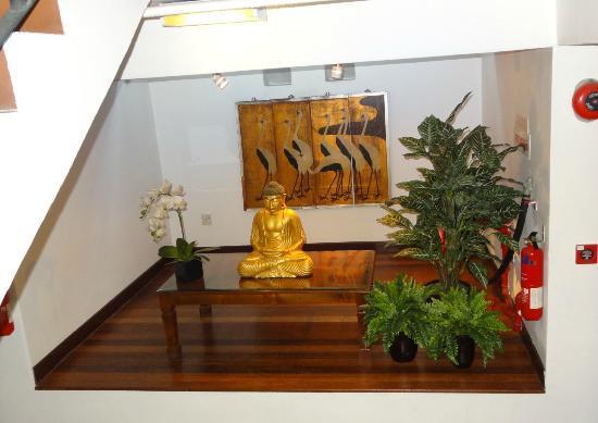 Perak Hotel: stair landing