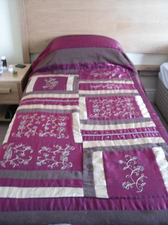 Gipsy Hill Hotel: The exotic bedcovers!