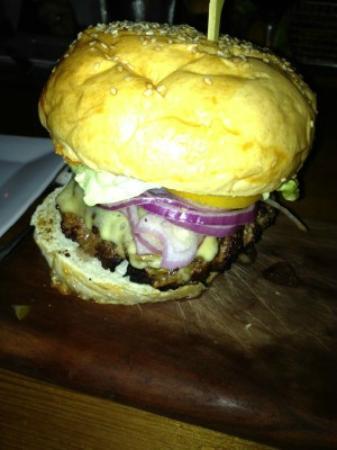 Parlor Market : Hamburger party in a bun