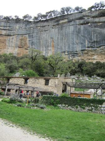 Auberge des Seguins: The hotel in the valley