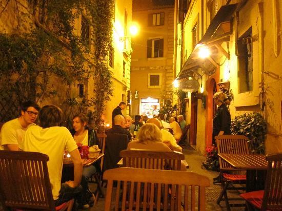 Vecchia Locanda : Romantic outdoor seating