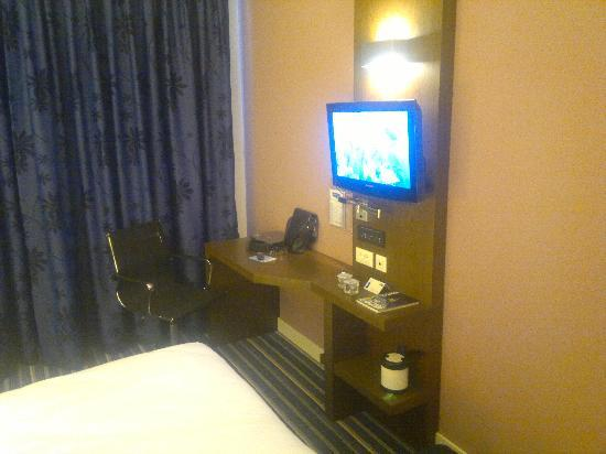 Holiday Inn Express Istanbul-Ora: TV in room