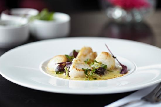 Dalziel Park Hotel & Golf Club: Scallops & Blackpudding Starter