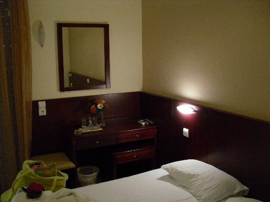 Hotel Glaros: Cioccolatini, fiori e Raki!