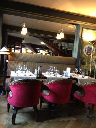 Brasserie Le Bordeaux : интерьер первого этажа