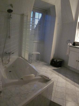 Best Western Hotel Montgomery: salle de bain agréable