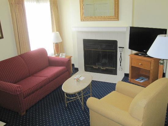 Residence Inn Seattle North/Lynnwood Everett : Main floor livingroom