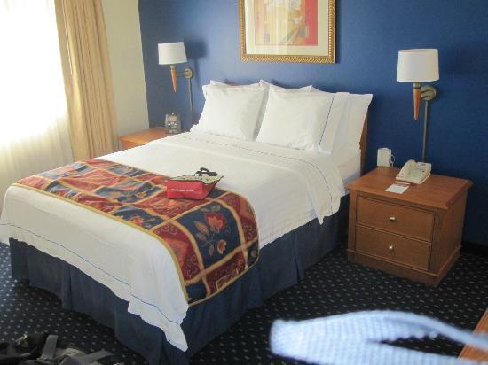 Residence Inn Seattle North/Lynnwood Everett: Main floor bedroom