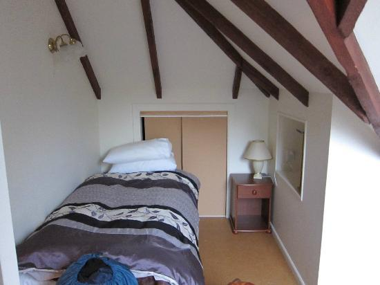 Temuka Gardens B & B: Comfy bed in a cosy room