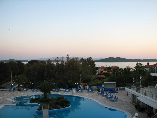 Alexandros Palace Hotel: pool view