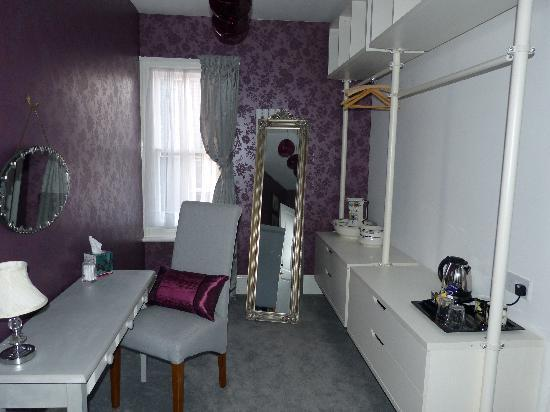 The Old Vicarage at Rye Harbour: Harbour Suite - Dressing Room