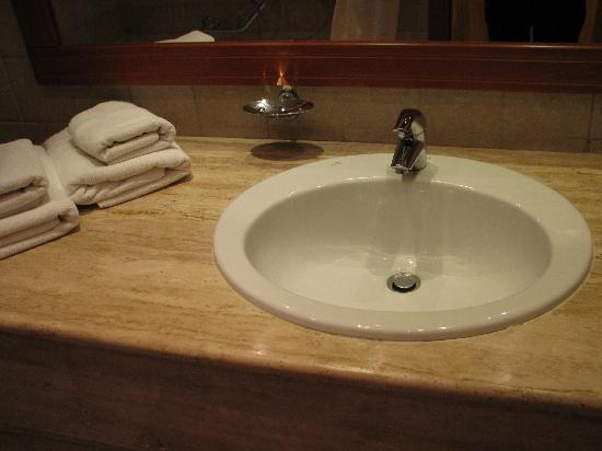 Alexandros Palace Hotel: bathroom