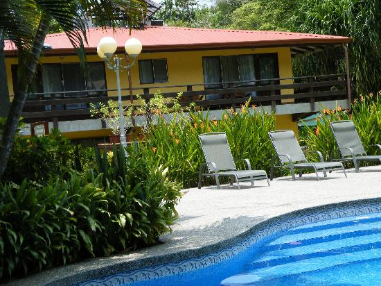 Hotel Playa Espadilla: We are just 3 min. walk away from the beach