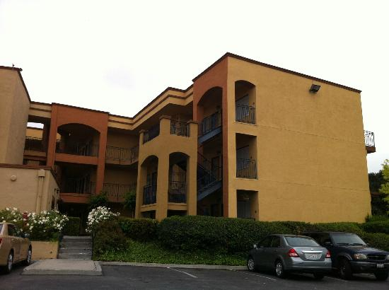 Country Inn and Suites - John Wayne Airport: desde el estacionamiento