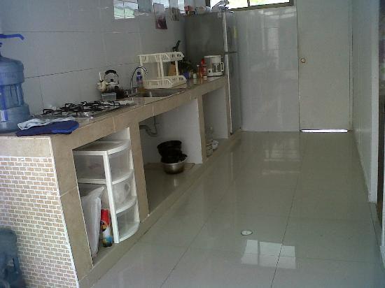 Blue Almond Hostel: cocina