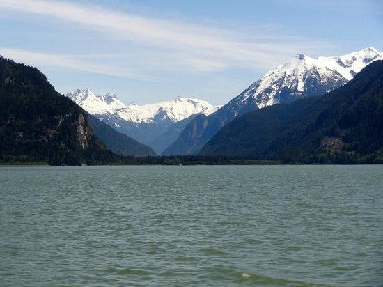 Taku Resort and Marina: Travelling Bute Inlet