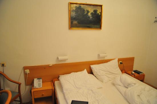 Hotel Terminus : кровать