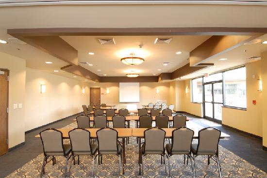 Comfort Inn & Suites: Banquet area