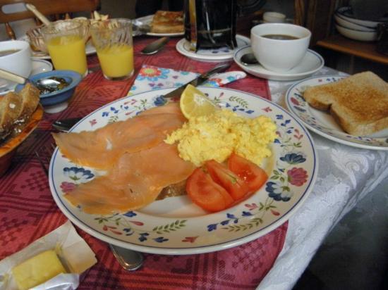Fern Rock Bed & Breakfast: Räucherlachs und Rührei zum Frühstück - probieren!