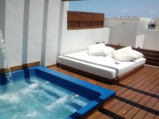 Excellence Playa Mujeres: Fell Asleep on this Bed One Night!