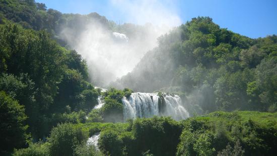 Cascata delle Marmore: Fantasia di spruzzi