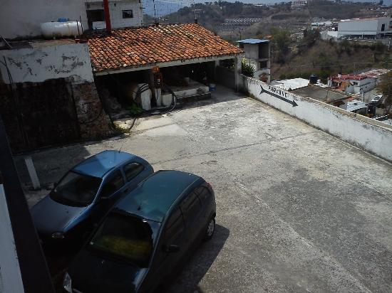 Santa Prisca: Estacionamiento