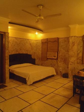 Hotel Singh Continental : Room
