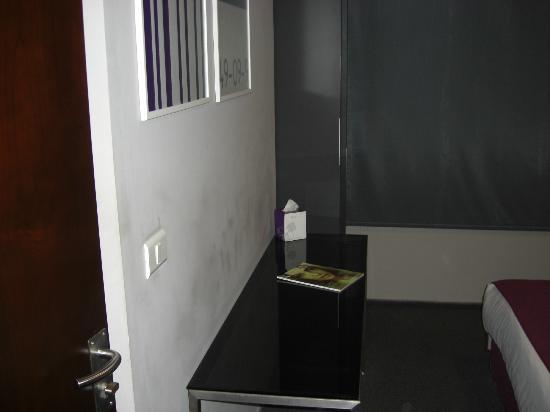 35 Rooms: bedroom detail 2