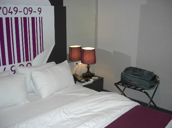 35 Rooms: bedroom detail
