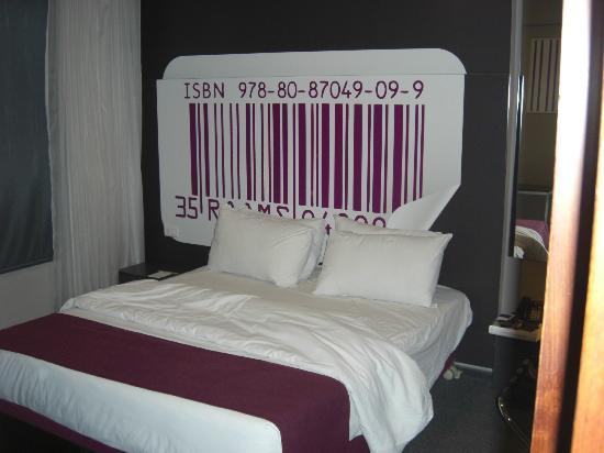 35 Rooms: bedroom