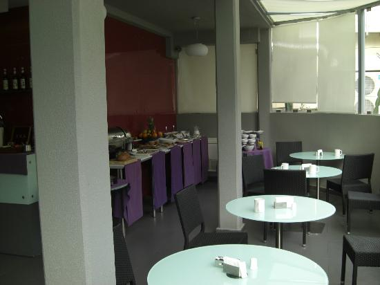 35 Rooms: breakfast closed veranda