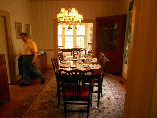 Colonial Capital Bed and Breakfast: Breakfast Room