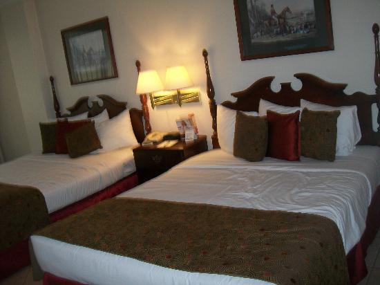 Continental Hotel & Casino : HABITACIÓN