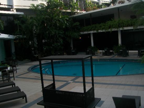 Continental Hotel & Casino : PILETA