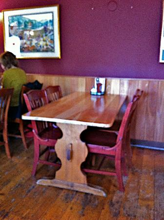 Shaker Mill Tavern: Typical tables in the rear