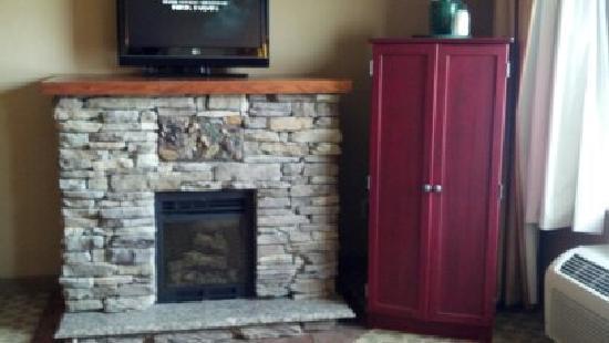 لا كوينتا إن آند سويتس بوون: fire place in suite